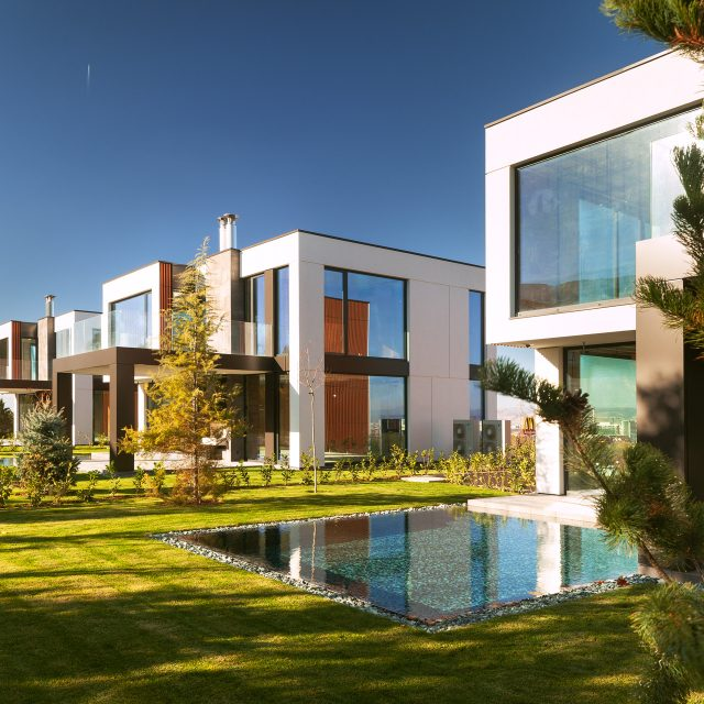 Комплекс II8I – три еднофамилни къщи