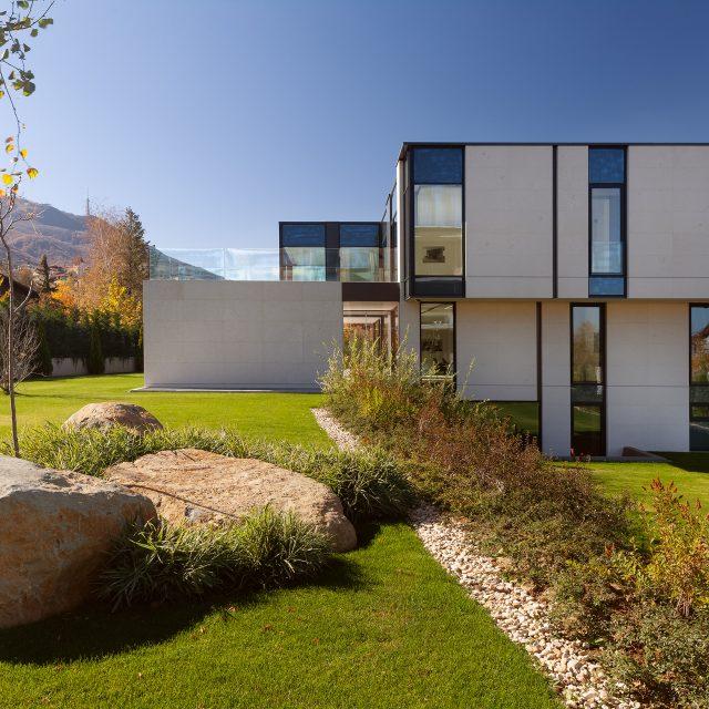 Две еднофамилни къщи